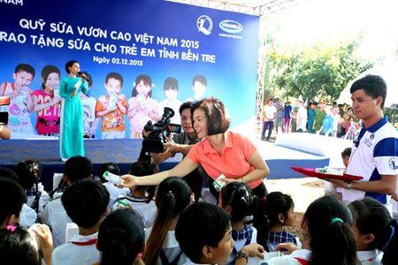 Vinamilk va quy 1 trieu cay xanh cho VN trong cay tai khu di tich Duong Ho Chi Minh tren bien va trao tang sua tai Ben Tre - Anh 5