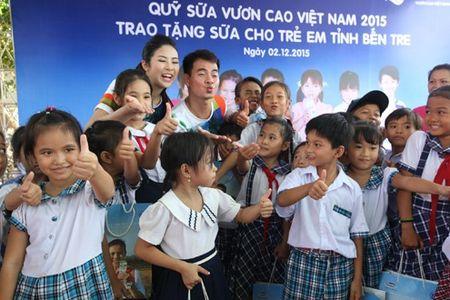 Vinamilk va quy 1 trieu cay xanh cho VN trong cay tai khu di tich Duong Ho Chi Minh tren bien va trao tang sua tai Ben Tre - Anh 7