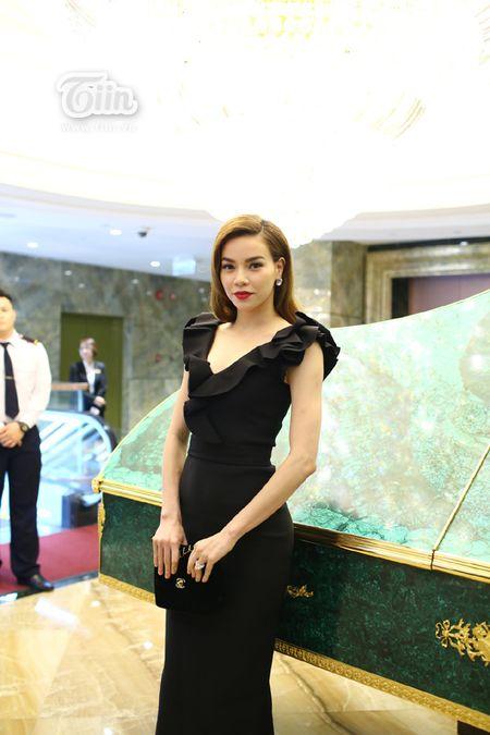 Loat sao Viet den chuc mung Ha Ho khai truong tham my vien - Anh 1