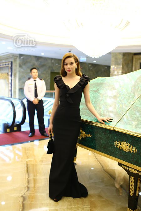 Loat sao Viet den chuc mung Ha Ho khai truong tham my vien - Anh 2