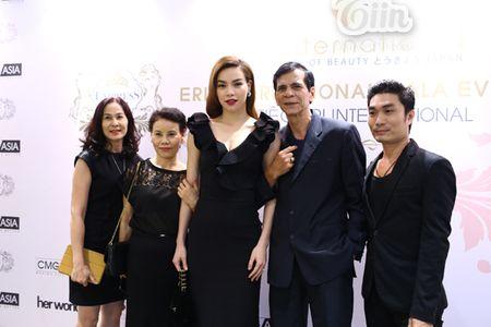 Loat sao Viet den chuc mung Ha Ho khai truong tham my vien - Anh 4