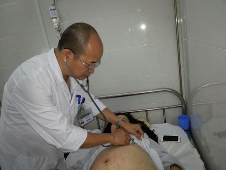 Ha Noi: Hang chuc ba bau nhap vien dieu tri vi sot xuat huyet - Anh 1