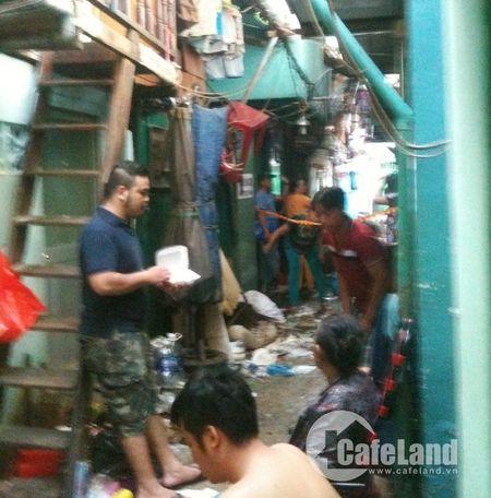 """Ba hoa"" vieng tham, hang tram nguoi dan chay loan - Anh 1"