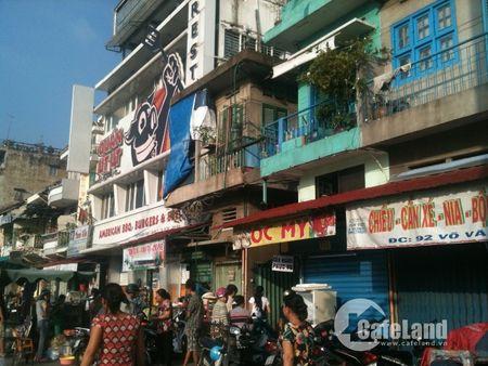 """Ba hoa"" vieng tham, hang tram nguoi dan chay loan - Anh 2"
