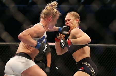 Ronda Rousey tai xuat sau tran thua lich su - Anh 1