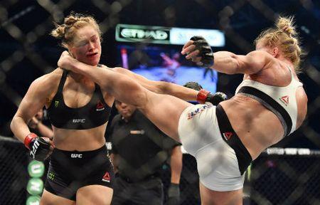 Ronda Rousey tai xuat sau tran thua lich su - Anh 2