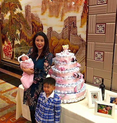 Hoa hau Ha Kieu Anh to chuc tiec day thang cho con gai ut - Anh 5