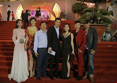 Cuu ca si TVB bat ngo tham du LHP Viet Nam - Anh 3