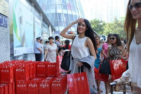 Viet Nam lan dau tien duoc bieu dien mo man Chung ket Hoa hau the gioi 2015 - Anh 3