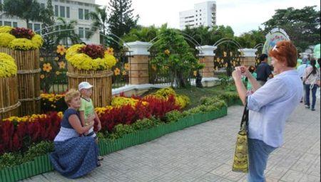 Nga khuyen nguoi dan du lich Viet Nam - Anh 1