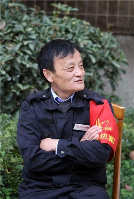 Nhan vien bao ve noi nhu con vi giong ty phu Jack Ma - Anh 2