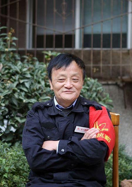 Nhan vien bao ve noi nhu con vi giong ty phu Jack Ma - Anh 4