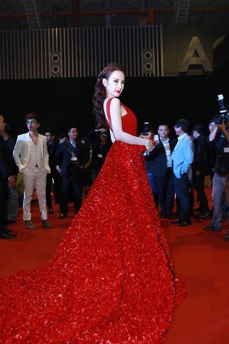 Nhan sac thay doi kinh ngac cua Angela Phuong Trinh sau 10 nam - Anh 9