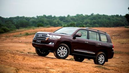 Chi tiet Toyota Land Cruiser 2015 gia hon 2,8 ty dong - Anh 1