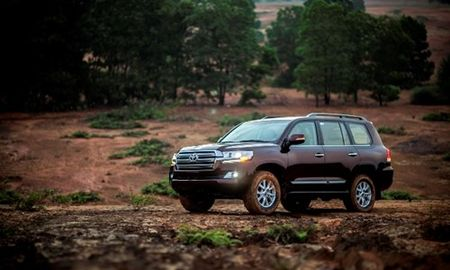 Chi tiet Toyota Land Cruiser 2015 gia hon 2,8 ty dong - Anh 3