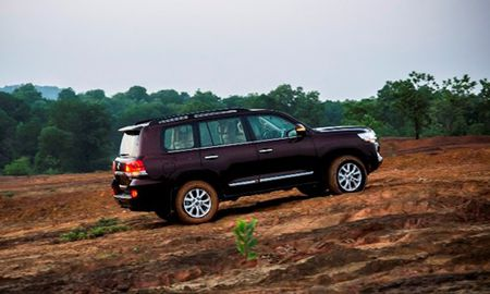 Chi tiet Toyota Land Cruiser 2015 gia hon 2,8 ty dong - Anh 4