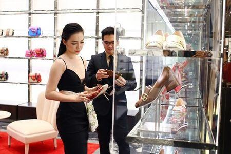 Linh Nga dien vay xe nguc xuong pho di mua sam - Anh 5