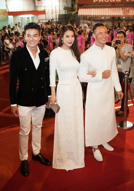 Truong Ngoc Anh, Kim Ly mac ao dai sanh doi tren tham do - Anh 3