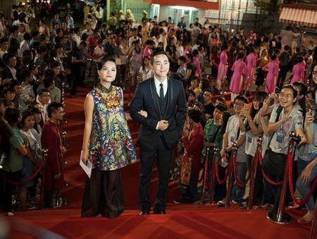 Truong Ngoc Anh, Kim Ly mac ao dai sanh doi tren tham do - Anh 7
