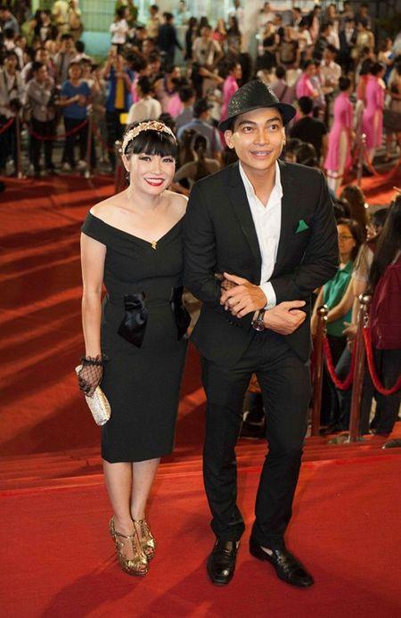 Truong Ngoc Anh, Kim Ly mac ao dai sanh doi tren tham do - Anh 8