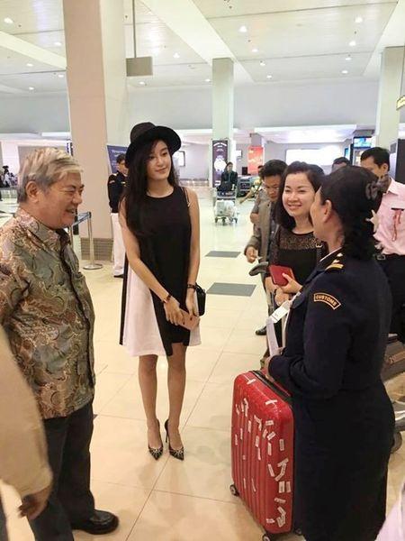 Huyen My bi fan 'vay kin' o san bay Myanmar - Anh 9