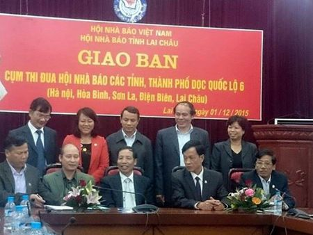 Giao ban Cum thi dua Hoi Nha bao cac tinh, thanh pho doc Quoc lo 6 nam 2015 - Anh 1