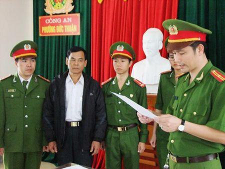 Khoi to giam doc doanh nghiep lam gia giay to, tai lieu cua doi tac - Anh 1