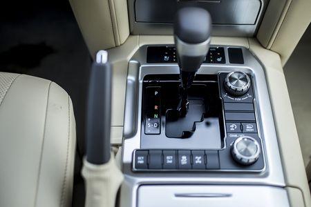 Toyota Viet Nam gioi thieu Land Cruiser 2015 - gia ban 2,825 ty dong - Anh 10