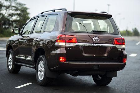 Toyota Viet Nam gioi thieu Land Cruiser 2015 - gia ban 2,825 ty dong - Anh 2