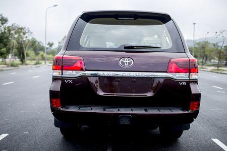 Toyota Viet Nam gioi thieu Land Cruiser 2015 - gia ban 2,825 ty dong - Anh 3