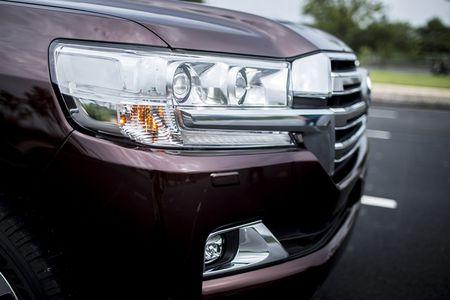 Toyota Viet Nam gioi thieu Land Cruiser 2015 - gia ban 2,825 ty dong - Anh 4