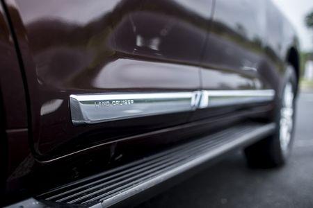 Toyota Viet Nam gioi thieu Land Cruiser 2015 - gia ban 2,825 ty dong - Anh 5