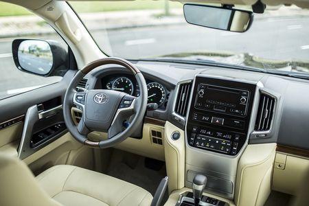 Toyota Viet Nam gioi thieu Land Cruiser 2015 - gia ban 2,825 ty dong - Anh 8