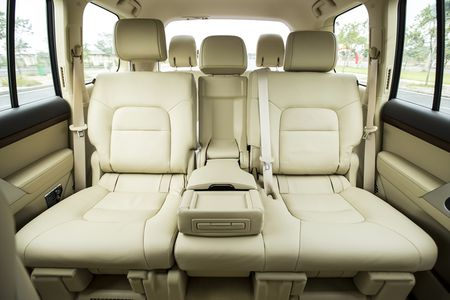 Toyota Viet Nam gioi thieu Land Cruiser 2015 - gia ban 2,825 ty dong - Anh 9