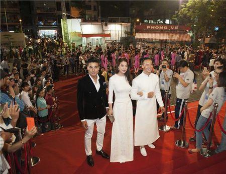 "Truong Ngoc Anh ""tinh tu"" voi Kim Ly, Tran Bao Son ""le bong"" tai tham do LHP Viet Nam 2015 - Anh 1"