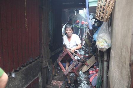 Xom ngheo Cau Ong Lanh tan hoang sau dam chay - Anh 13