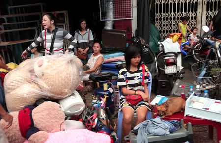 Xom ngheo Cau Ong Lanh tan hoang sau dam chay - Anh 4