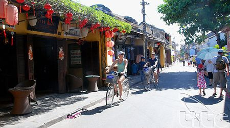 Hoi An se mien phi ve tham quan pho co trong ngay 4/12. - Anh 1