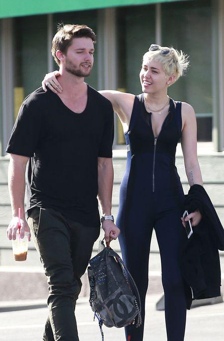 """Gai hu"" Miley Cyrus thay doi kinh ngac, kin dao hiem thay sau khi cong khai tinh moi - Anh 11"