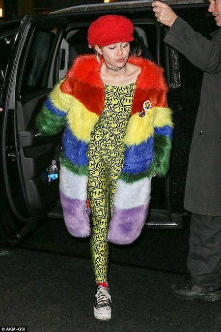 """Gai hu"" Miley Cyrus thay doi kinh ngac, kin dao hiem thay sau khi cong khai tinh moi - Anh 9"