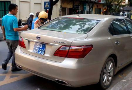 """Cong an Ha Noi dang tam giu """"xe hop"""" Lexus nghi bien xanh gia - Anh 1"""