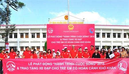 Trao tang 1.800 xe dap cho tre em co hoan canh kho khan - Anh 1