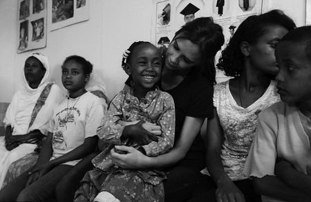Vo chong Beckham tich cuc tham gia phong chong AIDS - Anh 8