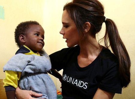 Vo chong Beckham tich cuc tham gia phong chong AIDS - Anh 9