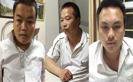 Nhoi gan 100 banh heroin trong binh xang xe ban tai - Anh 1