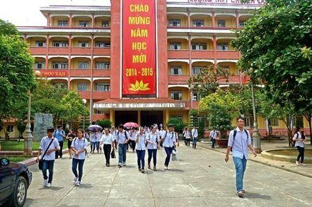 Truong THPT chuyen Lam Son co hieu truong moi - Anh 1