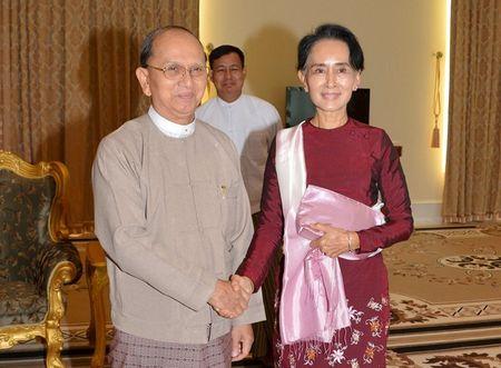 Ba Suu Kyi gap ong Thein Sein ban ve chuyen giao quyen luc - Anh 1