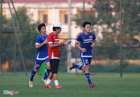 Xuan Truong tap buoi dau tien, 7 cau thu U23 VN chan thuong - Anh 1