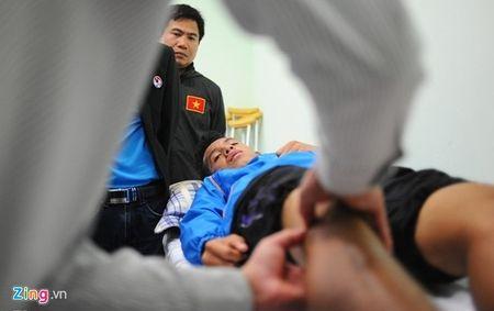 Xuan Truong tap buoi dau tien, 7 cau thu U23 VN chan thuong - Anh 2