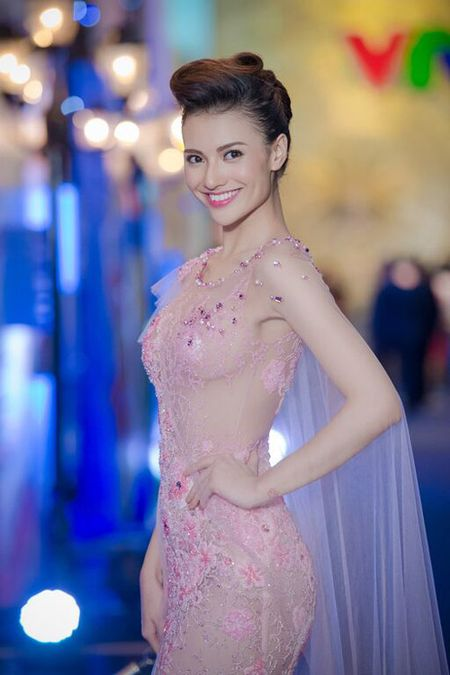 Hong Que va nhung bo trang phuc khong the sexy hon - Anh 4